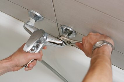 Redwood city plumbing technician repairing a leaky faucet